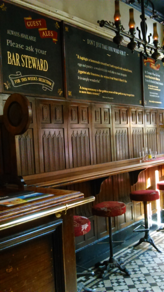 Nice bit of woodwork in the front drinking section